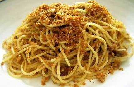 ricetta-spaghetti-con-acciughe-e-mollica-di-pane_104f0575bef1908f1c38b9b3c7326eef
