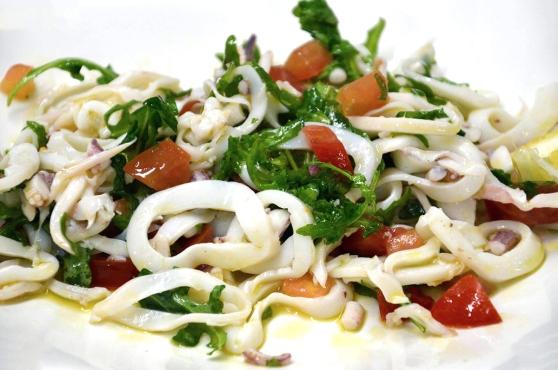 insalata-di-calamari-con-rucola-e-pomodoro